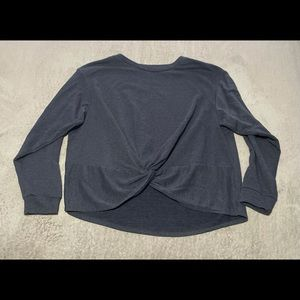 Super cute knotted sweatshirt size XL. Thinner and so comfy! VEUC